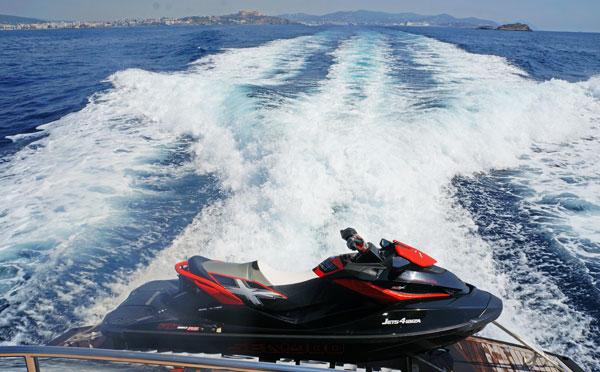 SmartCharterIbiza_Yacht_Jetski