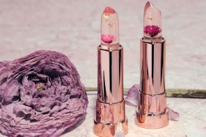 Kailijumei's Clear Floral Lipstick Creates Your Perfect Shade