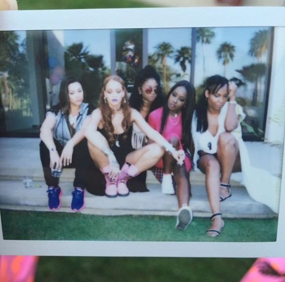 Coachella_2015_Style_Rihanna