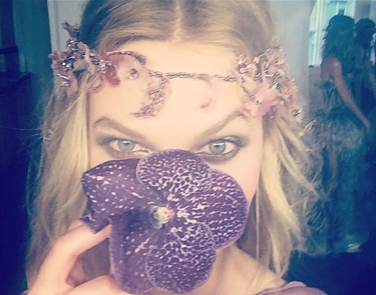 AtelierVersace_Show2015_KarlieKloss_Selfie