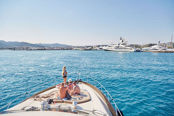 SmartCharterIbiza_Sunseeker_Harbour