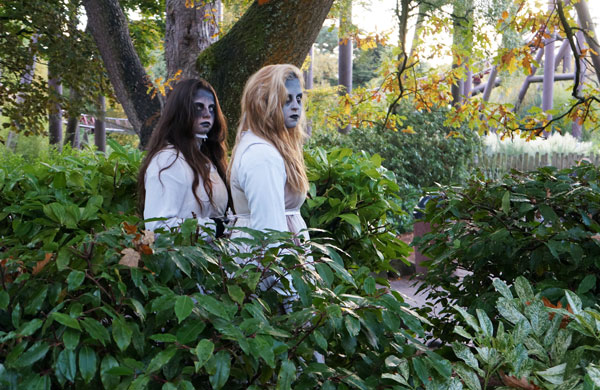 AltonTowers_Scarefest_Halloween_2015_GhostGirls