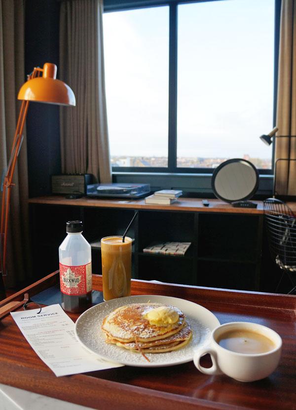 Dublin_DeanHotel_Breakfast_Roomservice