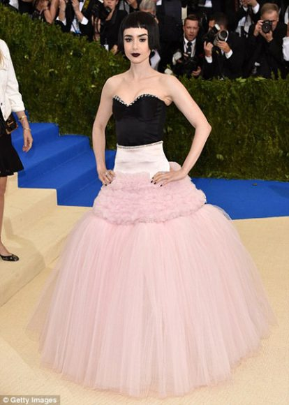 Celebrities_Metball2017_UnsureAboutTheirOutfits_LilyCollins